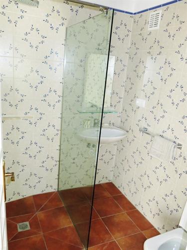 Casita - new walk in shower and batheroon