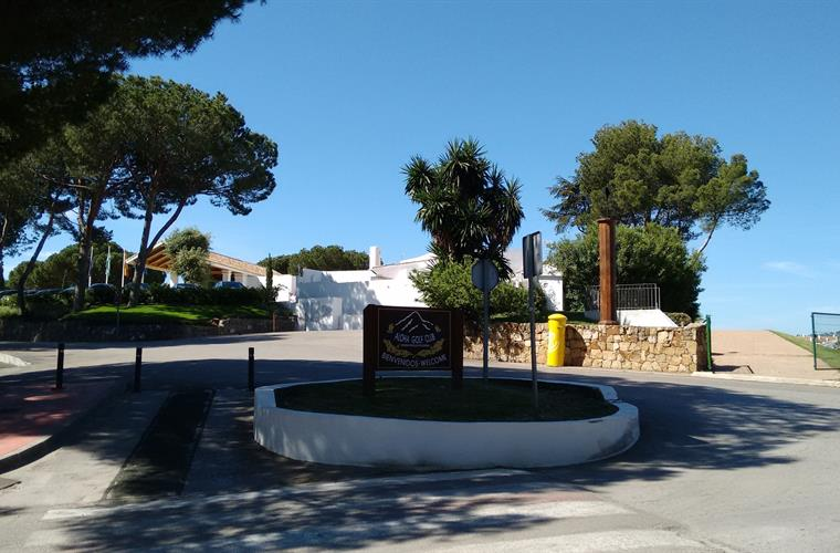 Roundabout to apartment and golf club