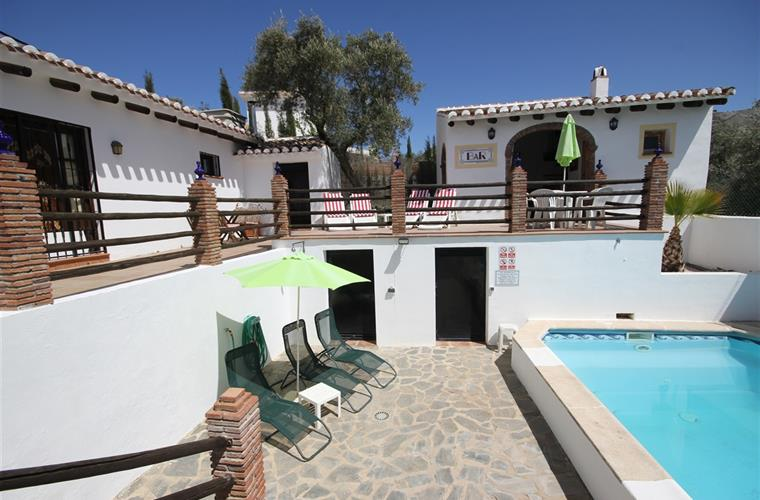 Villa, bar and swimming pool