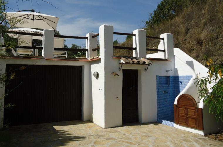 The pool has also an outdoor shower and a cloakroom with toilet.