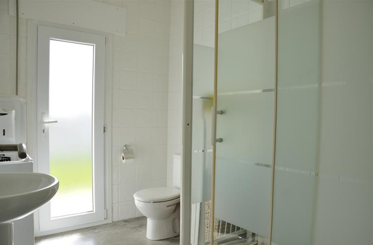 bathromm with large shower