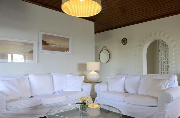 Living-room with garden view, tv ,internacional channels ,heating.