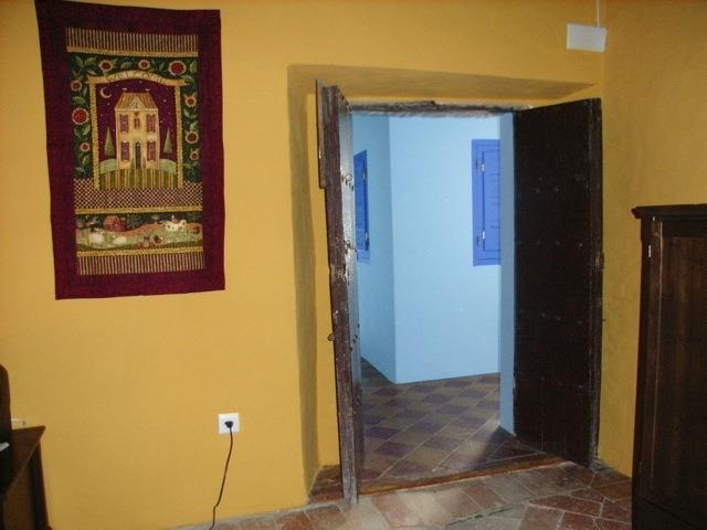 Salon, view to corridor