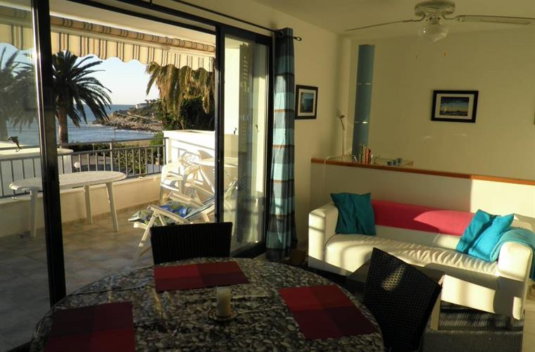 Living area, 3m wide glazed doors, sea views, air conditioning.