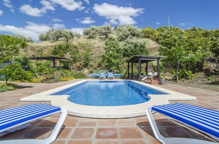 Holiday villa for rent in torrox torrox campo torrox for Garten pool set 500