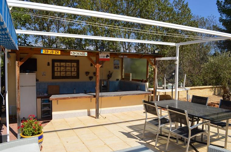 Sun terrace with sun canopies. Outdoor kitchen with gas-barbeqeu.