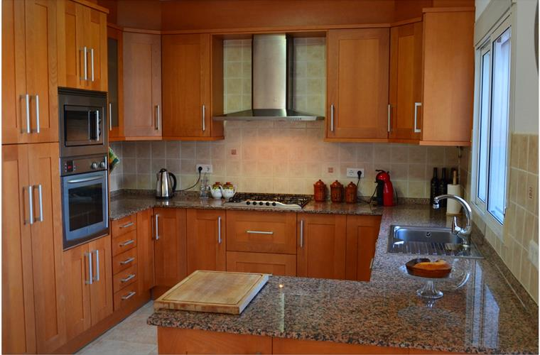 Big, modern and fully equiped kitchen.