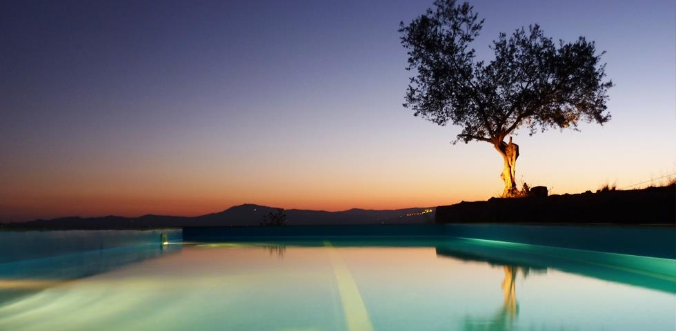Poolarea with stunning views. Feeling on top of the world!
