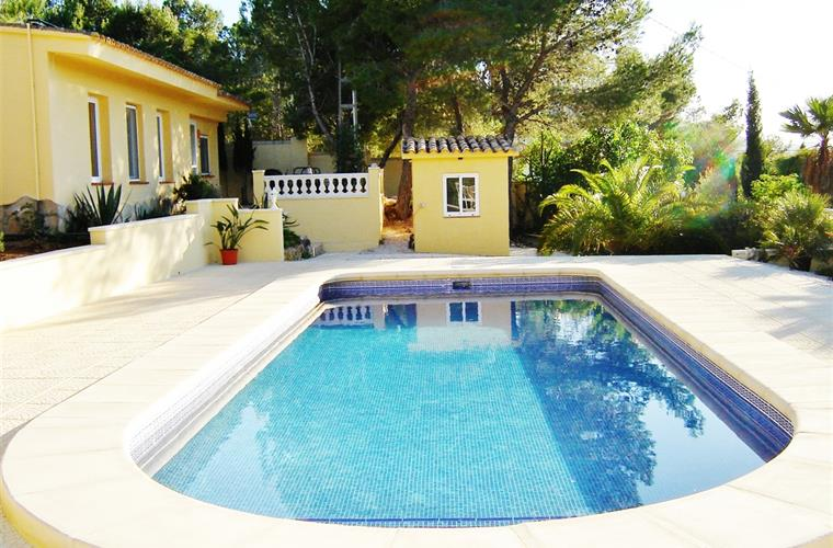 Fabulous large pool with Roman steps, perfect for children/elderly