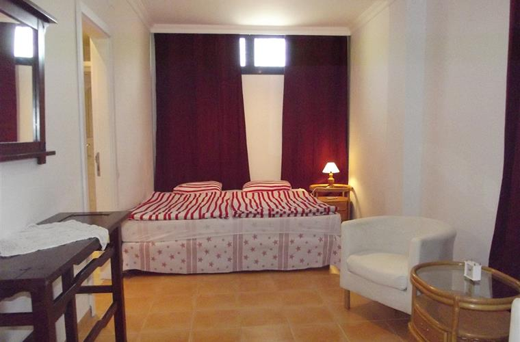 3. Bedroom King Size Double Bed and Air-conditioning Lower Floor