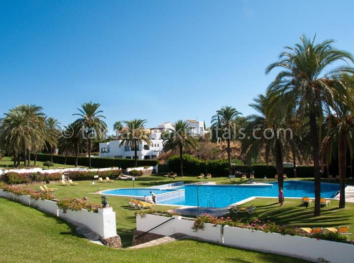 Pool Costa del Sol holiday apartment rentals Spain