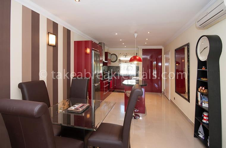 Dining area holiday apartment Puerto Banus
