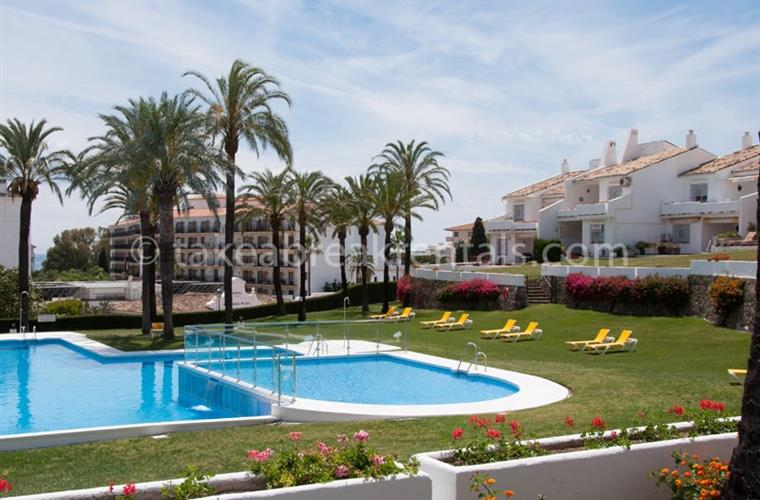 Pool holiday apartments Puerto Banus