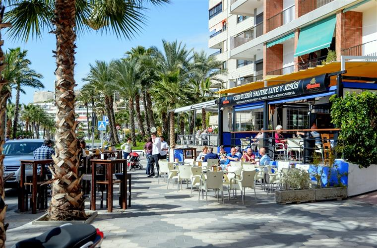 Along the beach restaurants and tapas, 50 meters