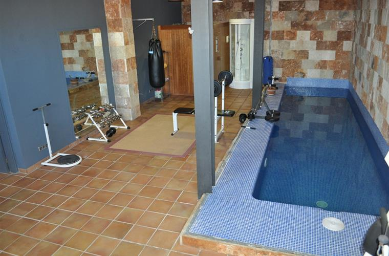 gym amd inside pool