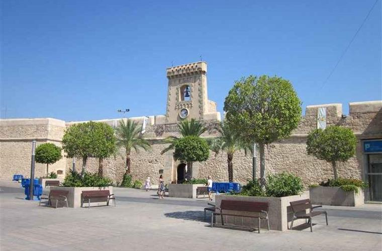 Visit the castle of Santa Pola, in the center of the village