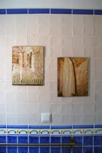 Decoration in common family bathroom
