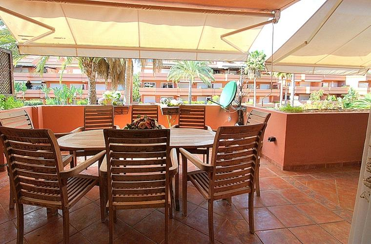 Holiday apartment for rent in puerto ban s mistral beach for Apartment terrace furniture