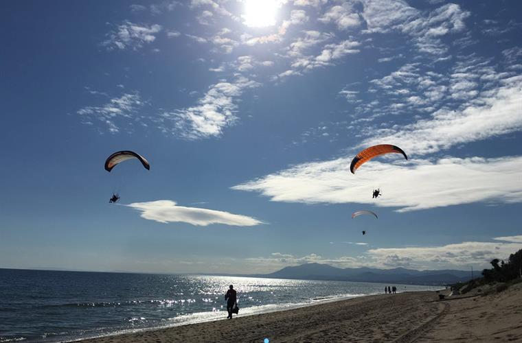 Motorised parasending along Elviria Beach