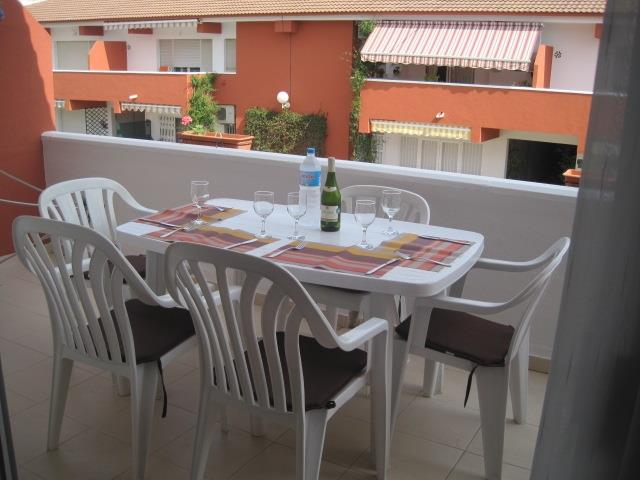 front terrace/alfresco dining
