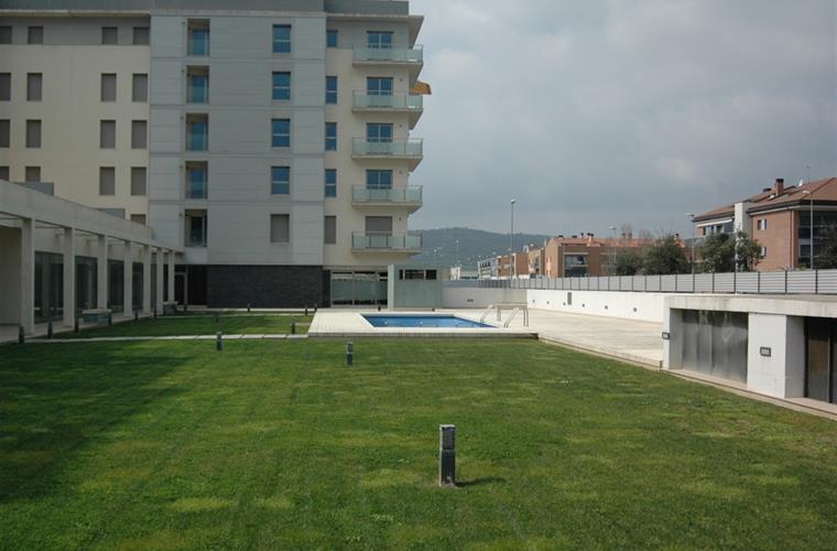Garden and swiming pool area