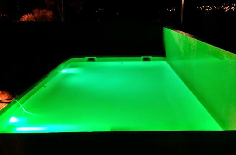 GREEN LED LIGHT POOL