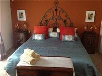 Guest bedroom with ensuite, walk in closets,