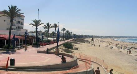 La Barrosa esplanade and beach