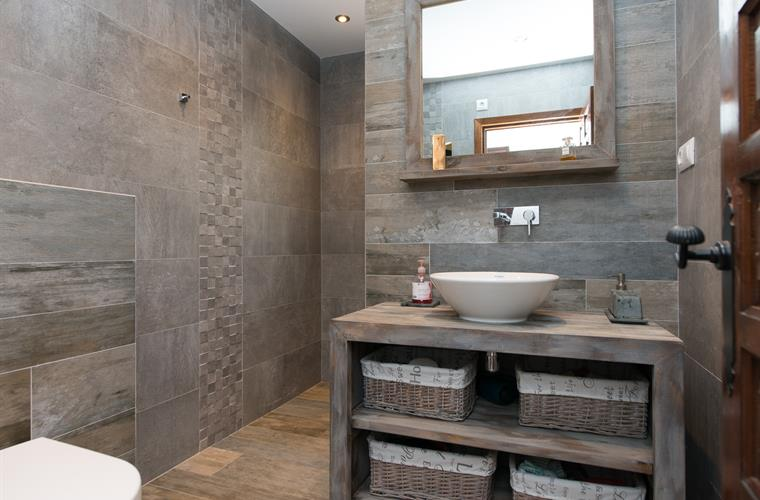 Master bathroom with WC and walk-in shower