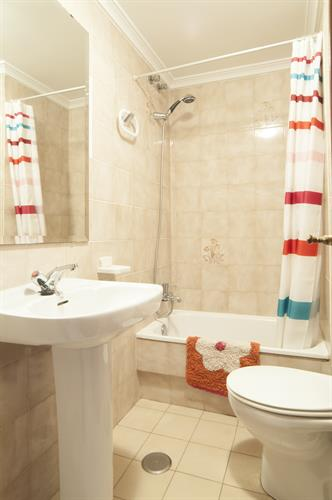 2nd bathroom with bathtub