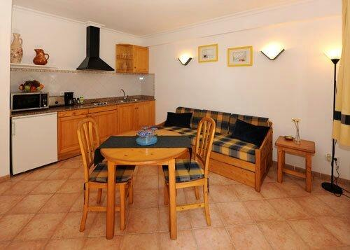 A small practical kitchen, well equipped