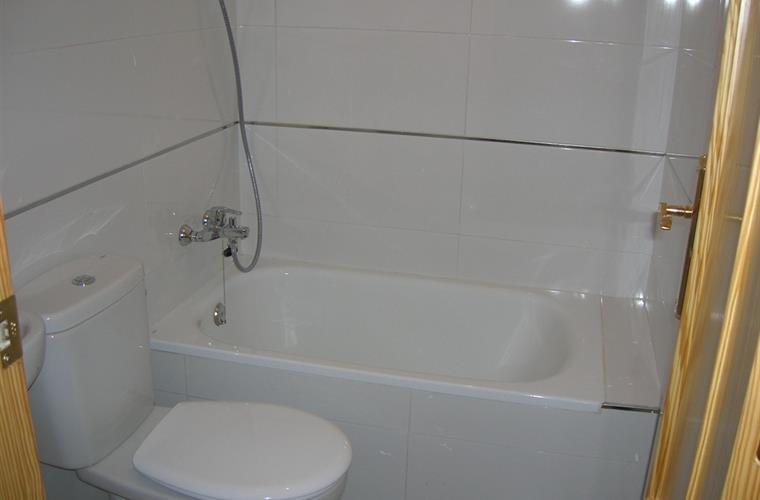 Bathroom, with tub and overhead shower