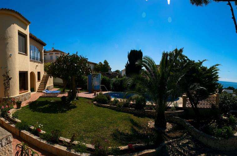 Villa with private pool, terrace and sea view
