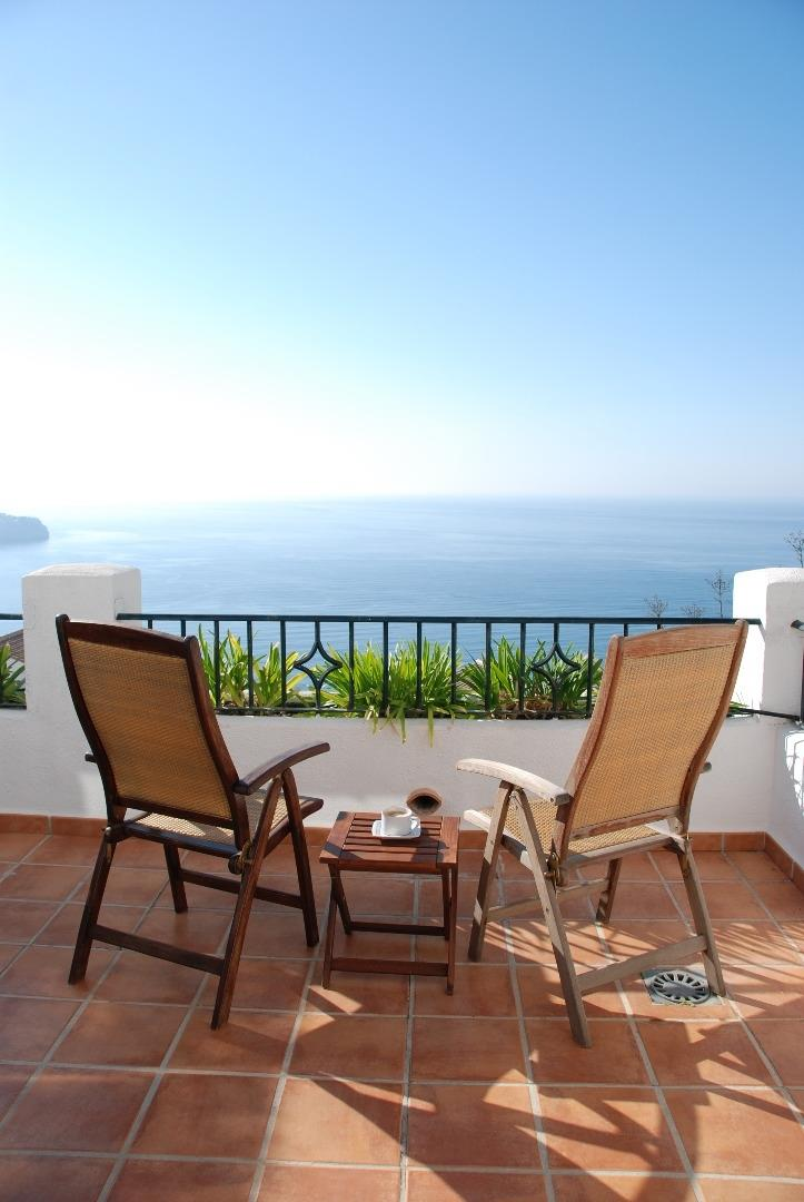 Relax and enjoy a moment with sea views.
