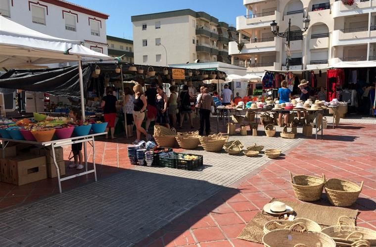 The square in the village of La Herradura. Market day on Fridays.