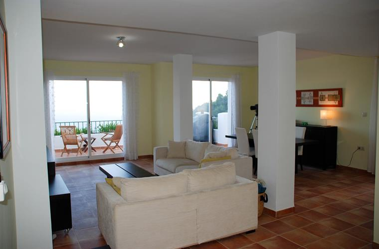 Spacious living-room with direct access terrace/garden. Ocean view