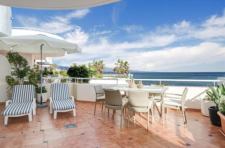 Magnificent sea views, large terrace, 4 loungers, table & Pergola.