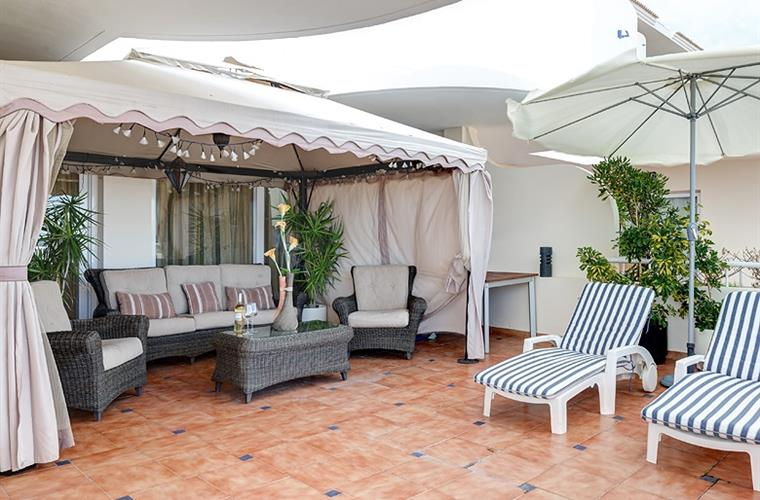 Large terrace with Pergola (Gazebo), umbrella & 4 sun-loungers.