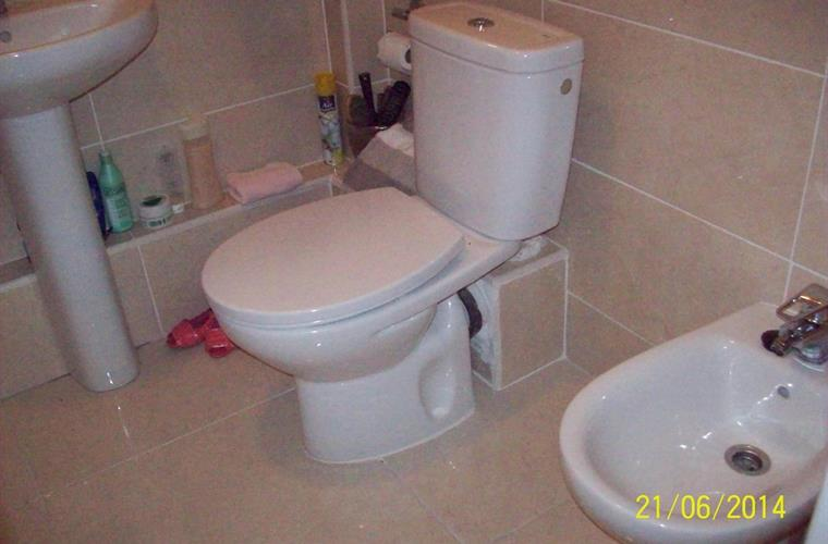 Bathroom with bath, shower, basin, bidet & loo.