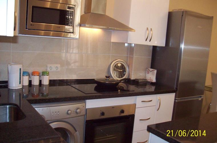 Fitted Kitchen,Oven,Hob,fan, microwave,dishwasher,washingM &Fridge