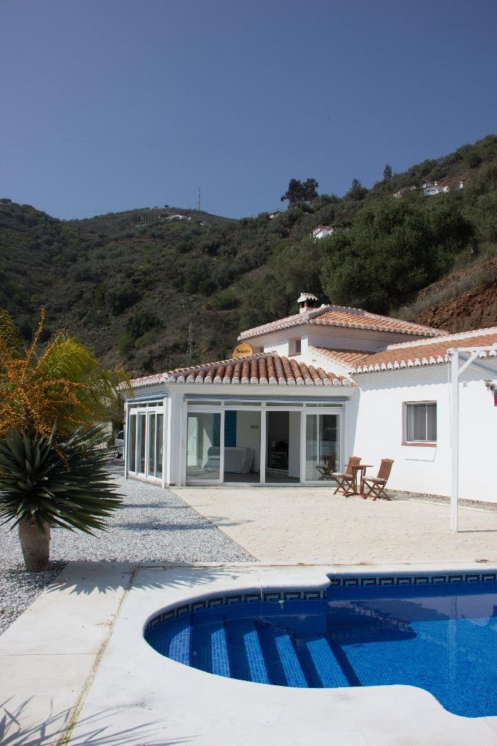 Andalucian house of high standard with lovely pool and terasse