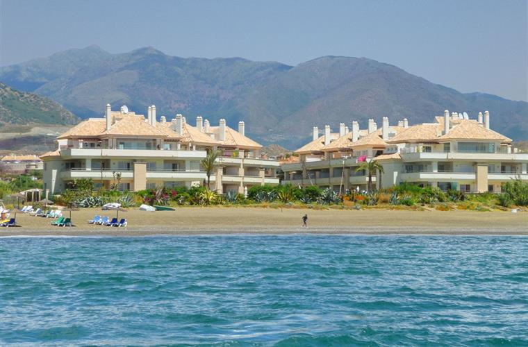 Views from the sea to the complex on the beach.