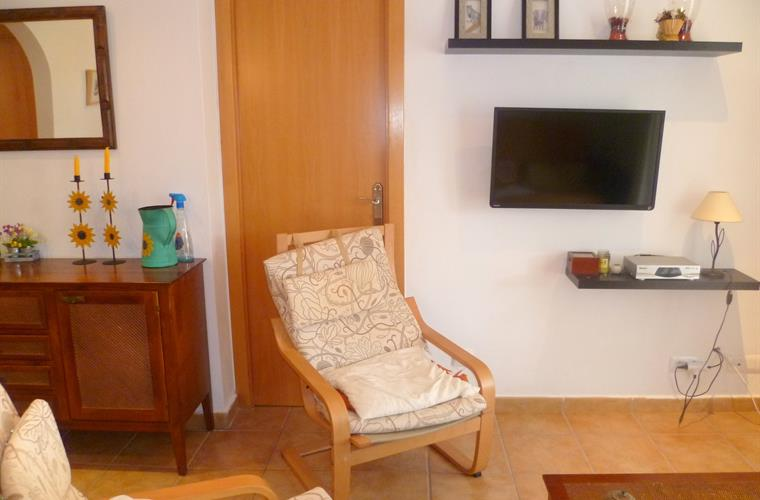 Bungalow 2 bedrooms (2 single beds, 1 doble bed, 1 doble sofabed)