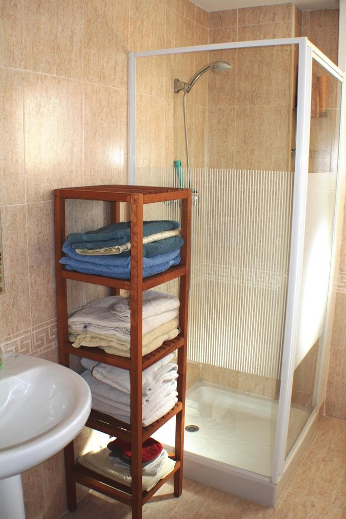 Bathroom 2 with shower, wash basin and wc