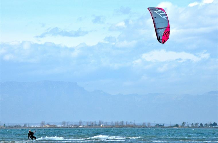 Or Wind surfing in the Delta