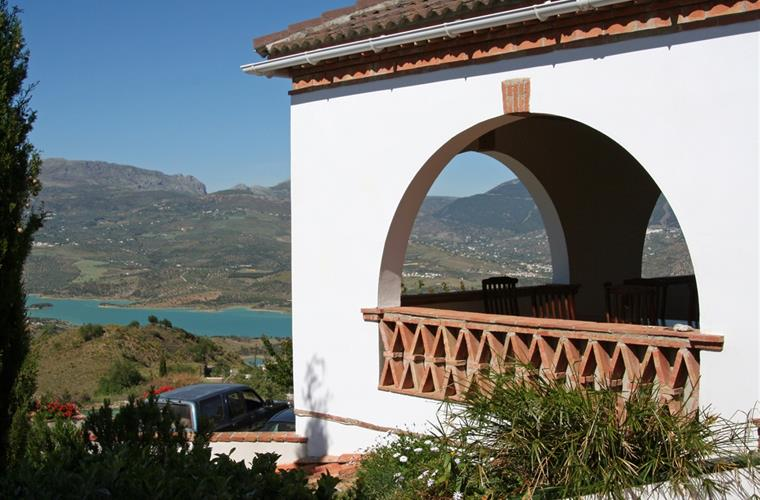The covered terrace with views of Lake Vinuela