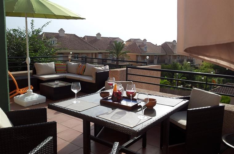 Holiday apartment for rent in alcaidesa beach regency for Apartment terrace furniture
