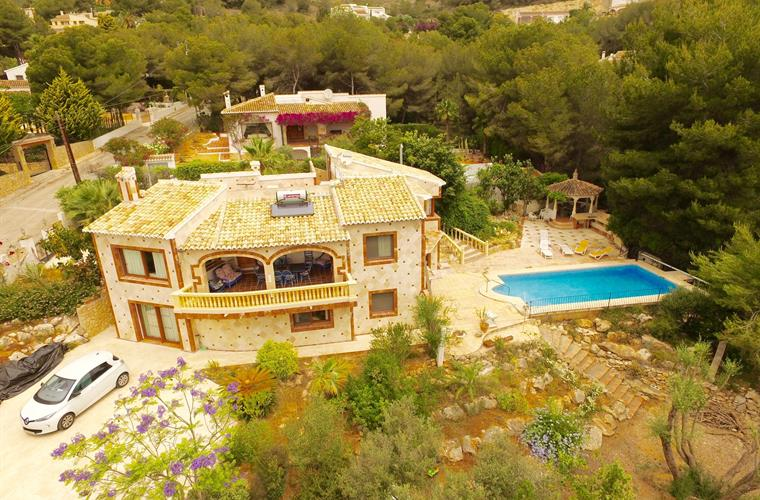 Aerial view of the villa - very beautiful, fully marbled facade!
