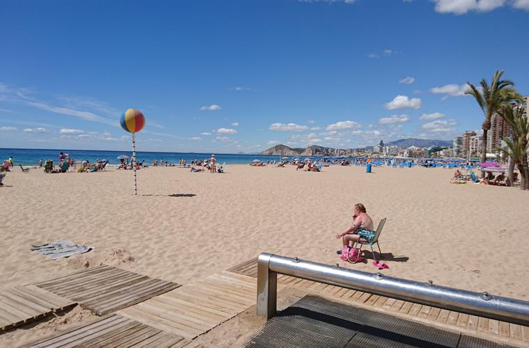 bigger beach El Campello