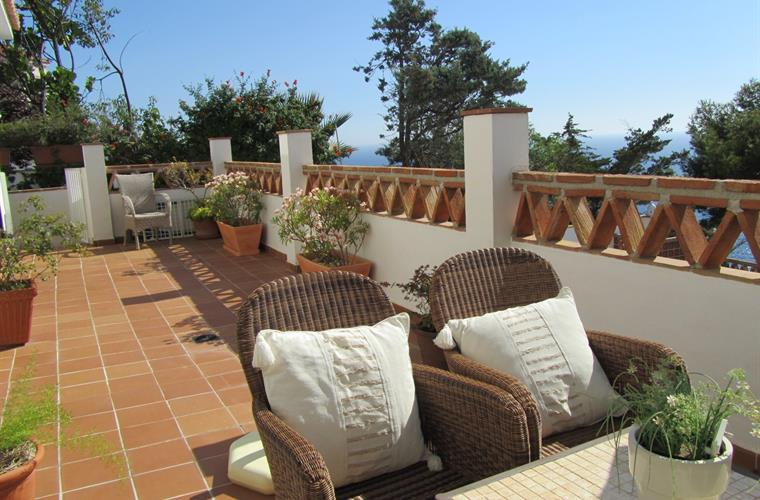 The spacious terrace in front of the bedrooms.